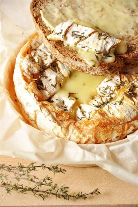 recette de cuisine camembert au four camembert de normandie r 244 ti au four recette facile la cuisine de nathalie la cuisine de