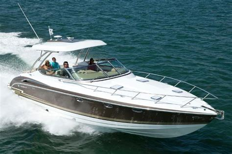 Formula Boats Charlevoix by Choosing The Express Cruiser Boats