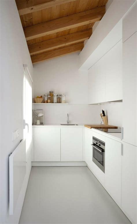 Einrichtung Kleiner Kuechekleine Kueche Aus Holz 4 by Minimalistische K 252 Che In Wei 223 Und L Form Cool Kitchen