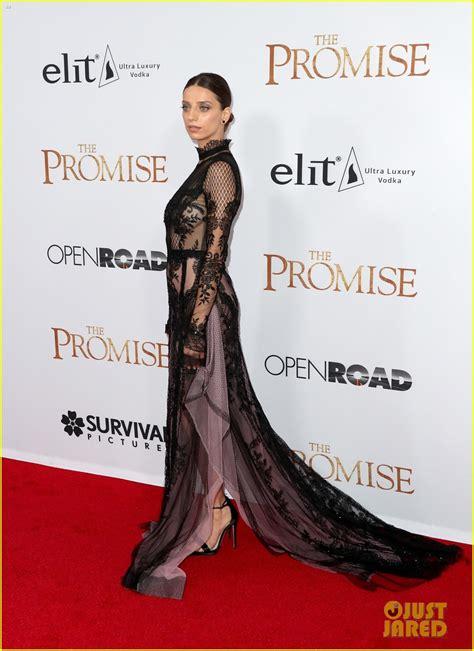 Orlando Bloom Nina Dobrev Attend The Promise Premiere