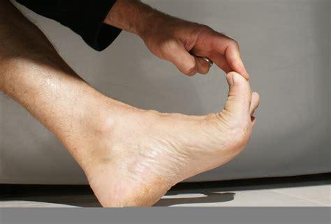 canape cuir comment soigner un cor aux pieds