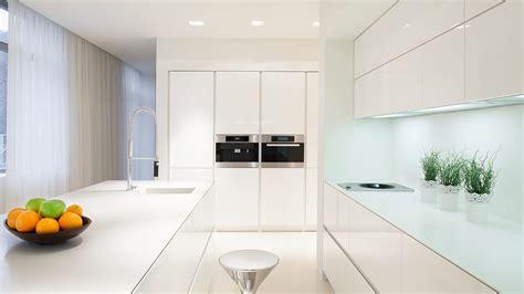 cocina  isla blanca moderna serie hoelst muebles de