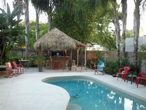 Build A Tiki Hut For Summertime Vibe