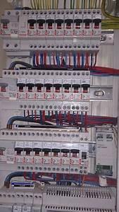 Tableau électrique Triphasé Legrand : cablage tableau legrand tuto lectricit tableau electrique ~ Edinachiropracticcenter.com Idées de Décoration