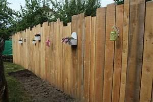 Planche De Bois Brut Pas Cher : palissade verticale en bois jardin clotures bordures ~ Dailycaller-alerts.com Idées de Décoration