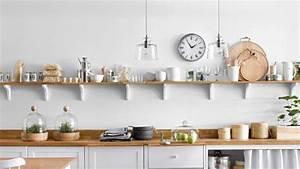 Dans cette cuisine epuree les 4 idees a retenir for Deco etagere cuisine