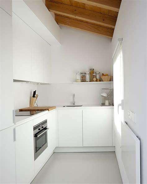 Einrichtung Kleiner Kuechemoderne Kleine Kueche Im Wohnzimmer 3 by Dachgeschoss Einrichten Ein Optimales Und Charmantes