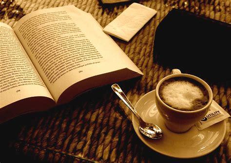 grand bureau blanc photo gratuite livre café espresso sépia image