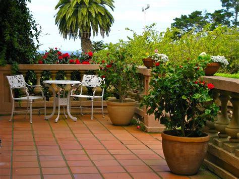 membuat taman rumah sederhana teras balkon