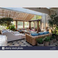 Wintergarten, Esszimmer Mit Sofas Stockfoto, Bild