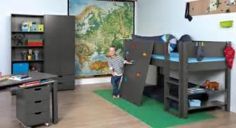 kletterwand für kinderzimmer abenteuer kinderzimmer mit hochbett kletterwand town