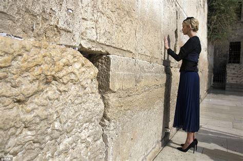 trump visits jerusalems western wall  pray daily mail