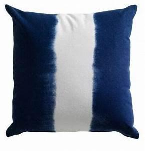 Coussin Bleu Marine : coussin bleu marine tie and dye color navy pinterest ties and dyes ~ Teatrodelosmanantiales.com Idées de Décoration