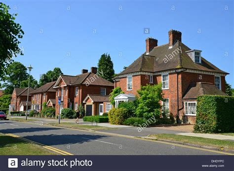 detached houses on parkway in centre of welwyn garden city