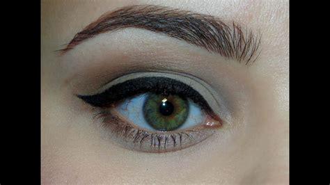 Как правильно рисовать стрелки на глазах . уроки макияжа . яндекс дзен . яндекс дзен . платформа для авторов издателей и брендов