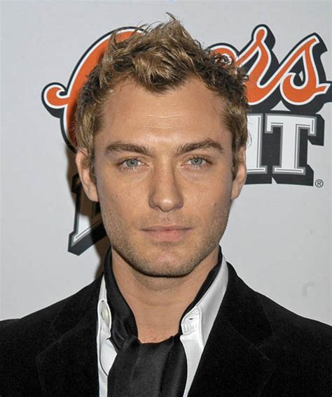 jude law casual short wavy hairstyle