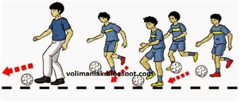 Sebuah gerakan yang baik akan mengahasilkan hasil yang baik pula, dan tentunya dalam pertandingan tidak merugikan timnya sendiri. Gerakan Variasi Dan Kombinasi Pada Permainan Bola Voli ...