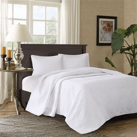 White King Coverlet by Beautiful Modern Chic Textured White Quilt