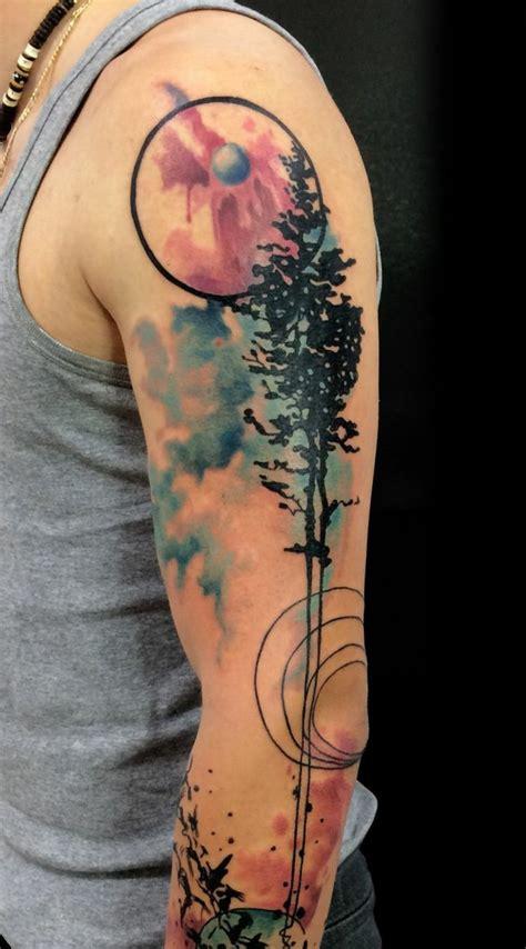 tattoo ideen tattoo  oberarm aquarell effekt abstrakt
