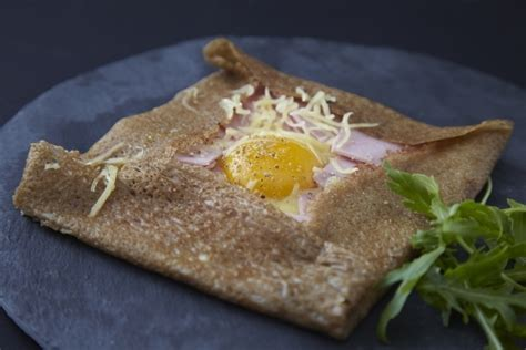 pate a crepe salee recette recettes pate a crepe toutes les recettes pate a crepe de l atelier des chefs