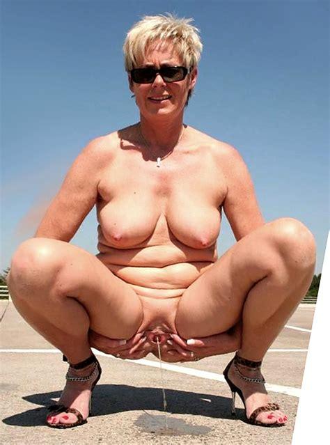 Mature Milf Mom Squatting Peeing
