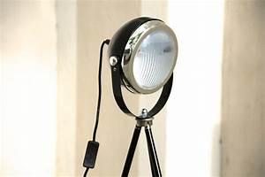 Stehlampe Retro Design : tripod stehlampe headlight schwarz onkel edison lampen design upcycling ~ Bigdaddyawards.com Haus und Dekorationen