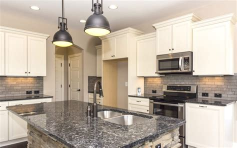 how to choose hardware for kitchen cabinets how to choose pulls or knobs for your kitchen cabinet 9312