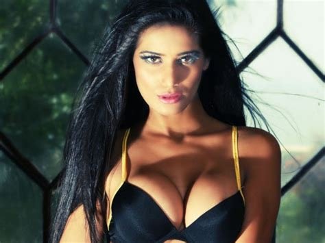 25+ Exclusive Poonam Pandey Wallpapers, Pics That Are Too