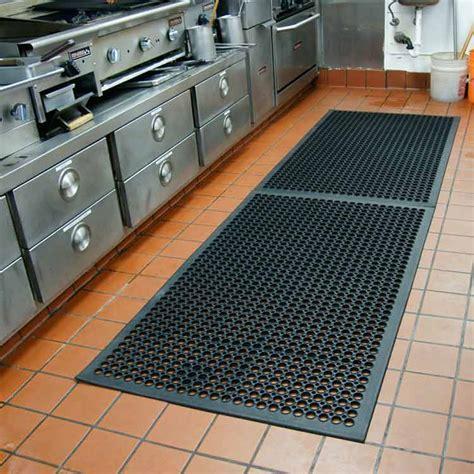 """Dura Chef 1/2 inch"" Rubber Comfort Mats"