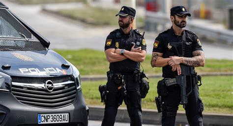 Daños materiales de la Policía española en escuelas de