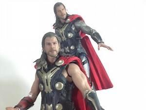 Hot Toys Thor the Dark World: Thor (Light Asgardian Armor)