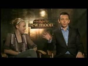 Dakota Fanning & Michael Sheen Interview Twilight Saga   New Moon