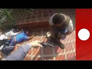 "Dramatic shootout between Colombian police and burglars ""caught red handed"""