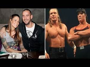 15 Real Life WWE Relationships That Ended Terribly