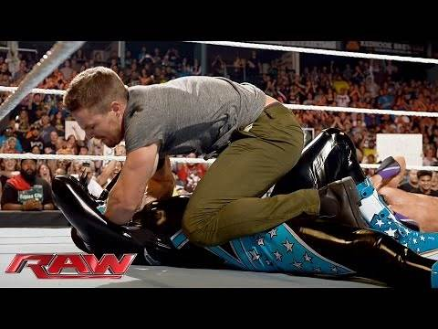 Neville vs. King Barrett: Raw, Aug. 10, 2015