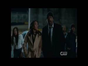 The Flash saves Wally West, Iris in danger [2x12- Tarpit]