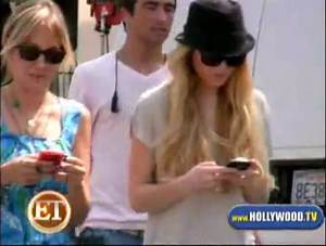 Lindsay Lohan Gets Text Happy!