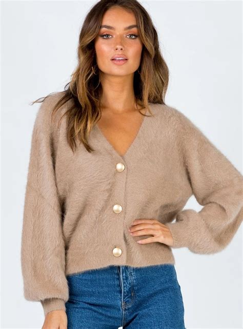Beige Cardigan Outfits