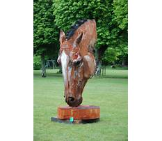 Chainsaw carving a horse head Video