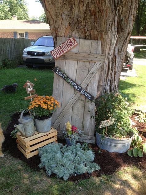 Country Primitive Garden Decor