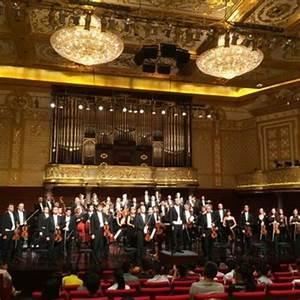The City of Prague Philharmonic Orchestra & John Morris